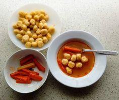 Gombócleves (tojás nélküli krumplis gombóccal) Chana Masala, Beans, Food And Drink, Vegetables, Ethnic Recipes, Vegetable Recipes, Beans Recipes, Veggies