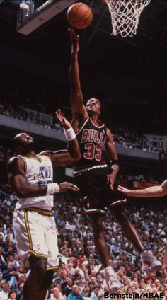 Scottie Pippen gets up and over Karl Malone for the lay-up.