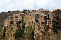 CALCATA, PRESEPE DI TUFO | Italian Ways (Lettura)