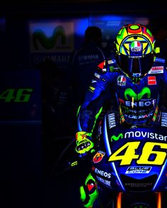 It's Valentino Rossi!- I tell him never talk to no 1 about me Roberto Silva with out legal representation!- they don't do shit for you!- watch out people are killers for money! Gp Moto, Moto Bike, Motorcycle Bike, Valentino Rossi Logo, Ducati, Suzuki Gsx R, Mt 07 Yamaha, Moto Wallpapers, Velentino Rossi