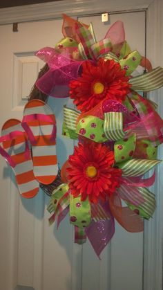 Flip Flop Wreath @Julia Sumner you made some really pretty Christmas wreaths I think you'd b great at this!?:)