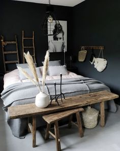 donkere slaapkamers, bedroom with dark walls, cosy bedroom, gezellige slaapkamer Cozy Bedroom, Bedroom Inspo, Bedroom Decor, Bedroom Inspiration, Design Inspiration, Interior Desing, Teenage Room, Dark Walls, Dark Bedroom Walls