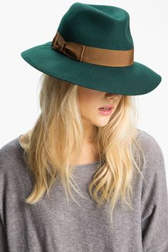 12 warm wools to make the winter all the more stylish >> Great hat!