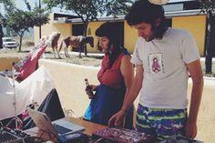 Chico-Trópico son Pedro Buschi, músico argentino, y Sara Brito, periodista y agitadora cultural. Ambos están al frente del festival pionero en difundir en España la nueva vanguardia de música tropical y latinoamericana del mismo nombre