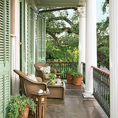 Julia Reed& New Orleans Garden: the ultimate space for entertaining at the home made famous in her book & House on First Street& New Orleans Decor, New Orleans Homes, Outside Living, Outdoor Living, Cabana, Southern Porches, Country Porches, Southern Living, Porch Veranda