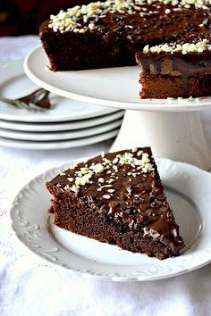 Torta al cioccolato e yogurt greco Chocolate cake with greek yogurt Biscotti, No Bake Desserts, Dessert Recipes, Chocolates, Nutella, Torte Cake, Candy Cakes, Italian Desserts, Bakery Cakes