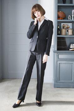 広告やITなどの柔らかめ企業の場合は、シャドーストライプ柄など入ったスーツスタイルも◎ 〜就活ファッション スタイルのアイデア コーデまとめ〜