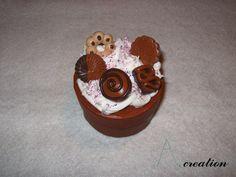 Scatola circolare con dolci realizzati in FImo