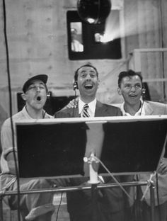 We Had Faces Then — Gene Kelly, Jules Munshin and Frank Sinatra... Old Hollywood Stars, Golden Age Of Hollywood, Classic Hollywood, Gene Kelly, Beverly Hills, Old Movie Stars, Dean Martin, James Dean, Singing In The Rain