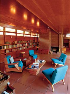 The Rosenbaum House in Florence, Lauderdale County, is the only dwelling in Alabama designed by American architect Frank Lloyd Wright Almost enough bookshelves. Usonian House, Frank Lloyd Wright Homes, Country Kitchen Farmhouse, Mid Century House, Mid Century Design, Interior Architecture, Mid-century Modern, House Design, Florence Alabama