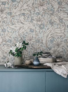 Magnificent, lively and rich in detail. The shaded colours give the design an ambience of harmony and lush greenery. Mattias is a scaled version of the two patterns Karin and Anton and comes in two colour settings. Fabric Wallpaper, Flower Wallpaper, Wall Wallpaper, Bedroom Wallpaper, Victorian House Interiors, Victorian Homes, Scandinavian Living, Scandinavian Design, Farmhouse Wallpaper