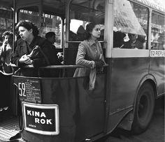 Fred Brommet - Sur la plate-forme du bus 52 (République - Porte de Saint-Cloud) en 1951.
