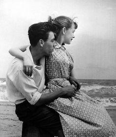 Lovers, Seashore, Grace Robertson / Dick Muir, Butlins, Skegness  1952  gelatin silver print