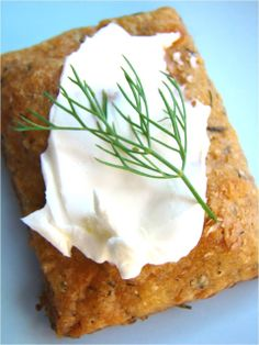 Dill cheddar crackers