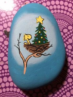 Christmas Painted Rocks Ideas 28