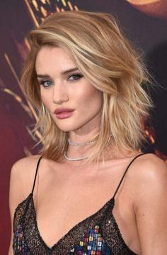 Rosie Huntington's Layered Lob - For a look that's a little more complex, get a lob with layers like Rosie Huntington's. While still easy to maintain, a layered lob offers more dynamic styling options than a blunt lob. Messy Bob Hairstyles, Prom Hairstyles For Short Hair, Diy Hairstyles, Long Natural Hair, Natural Hair Styles, Short Hair Styles, Waist Length Hair, Shoulder Length Hair, Bright Blonde