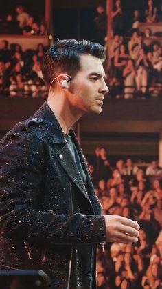 For everything Jonas Brothers check out Iomoio Jonas Brothers, Celebrity Crush, Celebrity Photos, Disney Channel Stars, Nick Carter, Kellan Lutz, Elizabeth Gillies, Nick Jonas, Celebs