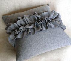 RufflemeUp+Pillow+grey+por+MissMosh+en+Etsy,+$40.00