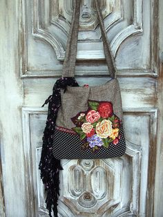 On Tuesdays the bag lady's gypsy bag travels about with her. Sewing Lessons, Sewing Hacks, Hippie Style, Hippie Boho, My Bags, Purses And Bags, My Style Bags, Gypsy Bag, Carpet Bag