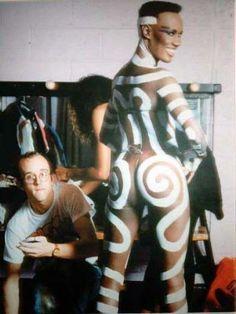 Keith Haring painting Grace Jones prior to performance @ Paradise Garage (1985), NYC.