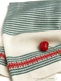 Red Snowflake Towels (8-Shaft)