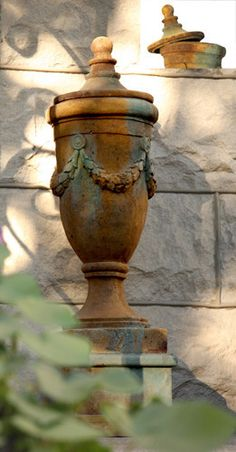Finial Urn of San Marino with Lid Planter