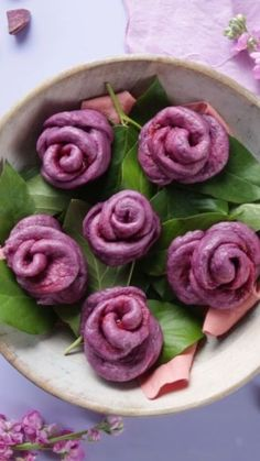Best 11 These gorgeous steamed purple sweet potato buns are shaped like roses and filled with strawberry jam. SERVINGS: serving rose buns INGREDIENTS 2 cups purple yam, peeled and sliced 1 tablespoon active dry yeast cup warm water 3 cups f Rose Bun, Sweet Potato Buns, Vegan Recipes, Cooking Recipes, Purple Sweet Potatoes, Steamed Buns, Bun Recipe, Savoury Cake, Clean Eating Snacks