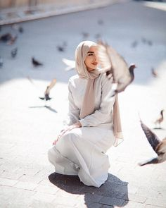 Image may contain: one or more people, shoes and outdoor Modern Hijab Fashion, Hijab Fashion Inspiration, Islamic Fashion, Muslim Fashion, Hijab Style, Hijab Chic, Casual Hijab Outfit, Hijab Dress, Hijabi Girl
