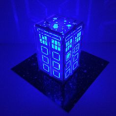 Doctor who tea Doctor Who Decor, Doctor Who Art, Bbc Doctor Who, Doctor Who Tardis, 11th Doctor, Die Tardis, Tardis Door, Koi, Lampe 3d