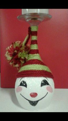 I would like to make this twine hat on other snowmen. This says: Hand painted snowman wine glass candle holder! Wine Glass Crafts, Wine Craft, Wine Bottle Crafts, Wine Bottles, Bottle Art, Christmas Art, Christmas Projects, Christmas Decorations, Christmas Ornaments