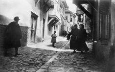 Σε δρόμο στην Άνω Πόλη το 1917.