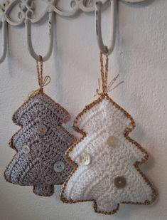 Ik heb een haakvirus te pakken wat mij ertoe zet alleen nog maar kerstversiering te haken. Mijn man baalt hier ontzettend van want gehaakte kerstversiering kan echt niet zegt hij…. … Cosy Christmas, Crochet Christmas Trees, Christmas Crafts, Christmas Decorations, Xmas, Crochet Toys, Knit Crochet, Crochet Bikini, Crochet Earrings