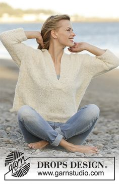 Feel Free / DROPS 177-16 - Knitted jumper with V-neck, shawl collar and ¾ sleeves in DROPS Alpaca Bouclé. Size: S - XXXL