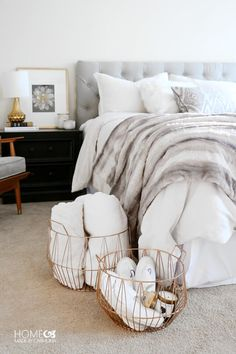 The Perfectly Cozy Guest Bed - Home Made By Carmona Creating a cozy bedroom with beautiful soft layers of bedding, padded headboard and a fur throw. Add some chic wire baskets for essentials, a guest chair and you're set! Master Bedroom Design, Bedroom Inspo, Bedroom Ideas, Master Suite, Modern Bedroom, Contemporary Bedroom, Bedroom Inspiration Cozy, Bedding Inspiration, Trendy Bedroom