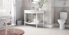 Romatisches Bad mit der Holzfliese Desa 30x60 von Cersanit