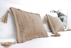 20 of the coolest Kmart hacks EVER! DIY cushion cover, DIY cushions made of jute, placemats as stylish boho cushions, coastal style cushions made from Kmart placemats room ideas kmart 20 of the coolest Kmart hacks EVER! - Kmart hacks for the home Boho Cushions, Throw Cushions, Diy Pillows, Decorative Cushions, Diy Cushion Covers, Jute, Diy Papier, Diy Blog, Contemporary Home Decor