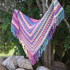 #Crochet triangle shawl from bethshananne with great curly fringe
