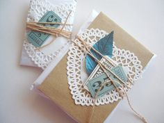 Cute gift wrapping - Doilies & cute tokens - tied with twine Creative Gift Wrapping, Creative Gifts, Wrapping Ideas, Pretty Packaging, Gift Packaging, Packaging Ideas, Gift Wraping, Wraps, Paper Doilies