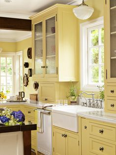 Maybe yellow cabinets? memories of Babcia's kitchen Tori Hemingson California Bungalow - California Decorating Ideas - Country Living Yellow Kitchen Designs, Best Kitchen Colors, Kitchen Yellow, Cherry Kitchen, Pale Yellow Kitchens, Kitchens With Color, Kitchen Ideas Color, Kitchen Color Schemes, Yellow Country Kitchens