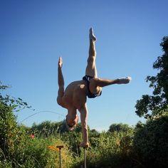 Spike 2.0  #handbalance #calisthenics #acro #circusaroundtheworld #whereihandstand #cirquedusoleil #yoga #fitness #strength #acrobaticgymnastics_postme #gymnasticsshoutouts #idgpostme #handstand_where_i_stand #gym #workout #acroyoga #conditioning #circus #training #cirque #balance #contortion #CircusInternational #gymnastics #acrobatics #instafitness #flexibility #yogainspiration #handstand @circus.international