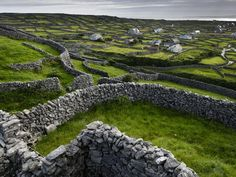 THE DRY STONE WALLS OF IRELAND  There are over a quarter of a million miles of them    by Peter Mooney