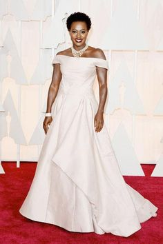 Pin for Later: These Oscars Looks Will Have You Counting the Hours Till the Red Carpet Viola Davis Viola Davis played up her satin off-the-shoulder Zac Posen design with a pearl statement necklace, a diamond cuff, and a gold box clutch. Best Oscar Dresses, Oscar Gowns, Viola Davis, Sienna Miller, Diane Kruger, Cate Blanchett, Charlize Theron, John Galliano, Zac Posen