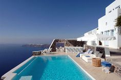 The tranquil pool at the Astra Suites in Greece