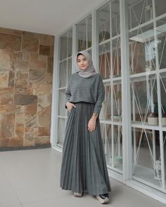Carbohydrate Free Day is NOT sunday ! Hijab Style Dress, Modest Fashion Hijab, Modern Hijab Fashion, Street Hijab Fashion, Muslim Fashion, Look Fashion, Hijab Casual, Ootd Hijab, Hijab Mode Inspiration
