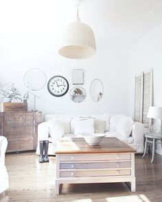 THAT TABLE Cheerful shabby chic living room with beach cottage vibe [From: A Beach Cottage]