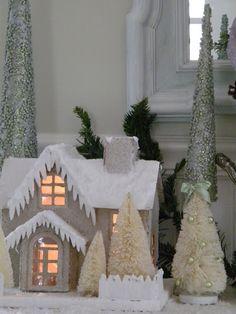 Maison Decor: Glittery house and snowman  (like the icicles)