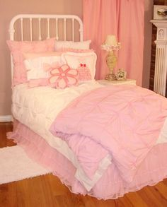 This bed would be perfect in Aubreys room! Im so doing some revamping soon!!!