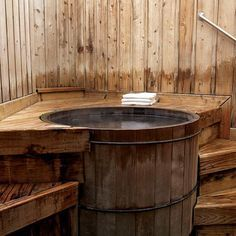 Cedar hot tub. I want one in our yard. Also love the privacy fencing.