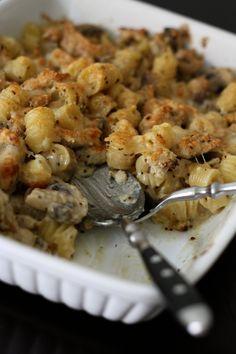 Gratin de pâtes crémeux et truffé à la dinde, champignons et moutarde