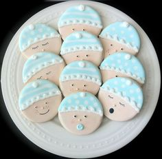 The post Sweet ideas for a baby shower appeared first on becoration. Some days ago we talked about some ideas to decorate both a boy and a girl baby shower. A baby shower is a great opportunity for enjoying with your loved ones and celebrate that. Fancy Cookies, Iced Cookies, Cute Cookies, Cookies Et Biscuits, Sugar Cookies, Royal Icing Cookies, Valentine Cookies, Elmo Cookies, Heart Cookies